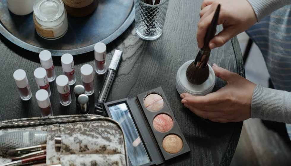 Why Makeup is beneficial to Women's, Benefits of Makeup